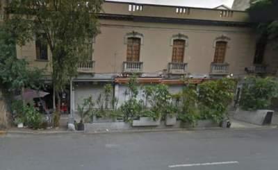 Roban y amarran a empleados de restaurante y bar en la Roma