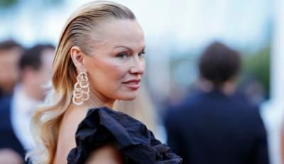 Pamela Anderson aparece en Cannes ¡Irreconocible!