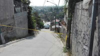 Encuentran cuerpo de una persona dentro de vehículo abandonado