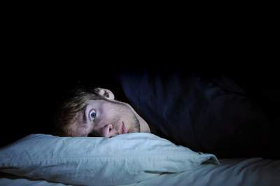 ¿Sabes qué pasa en tu cerebro cuando no puedes dormir?