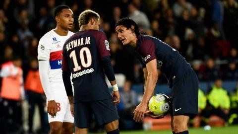 Cavani revela cómo solucionó problema con Neymar