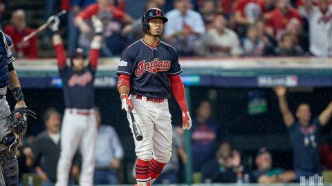Indians vienen de atrás para vencer a Yankees en extra innings