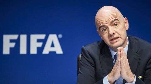 Presidente de la FIFA pide videoarbitraje tras gol irregular de Panamá