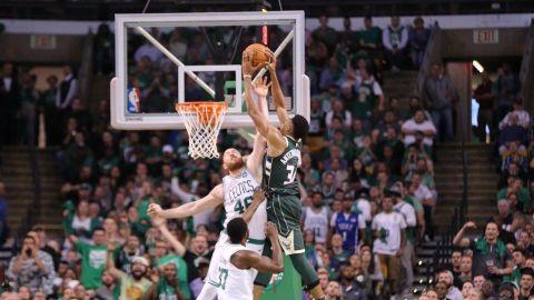 Antetokounmpo brilla en triunfo de Bucks sobre Celtics