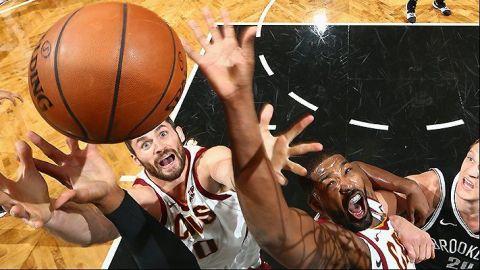 Nets vence a Cavaliers pese a triple-doble de James