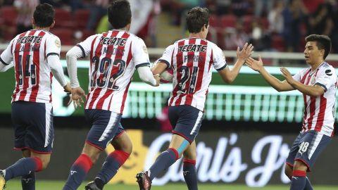Con gran actuación de Macías, Chivas derrota a Xolos
