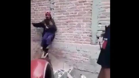 Sujeto drogado toma como rehén a su hija amenazado con matarla