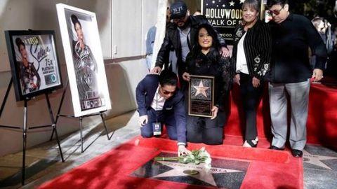 Selena Quintanilla brilla en el Paseo de la Fama de Los Ángeles