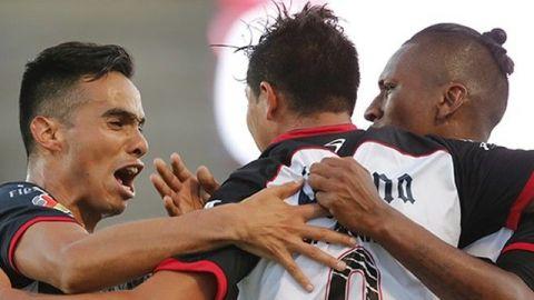 Lobos derrotó a Rayados y sueña con Liguilla