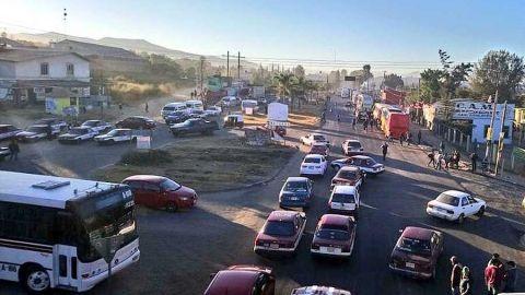 Transportistas paralizan Oaxaca con bloqueos