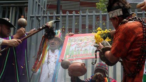 Brujos y chamanes hacen rituales para asegurar clasificación de Perú a Rusi