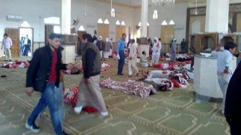 Elevan a 305 los muertos en la masacre contra una mezquita en Sinaí egipcio