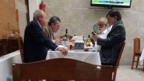 """Increpan al """"Jefe Diego"""" y a Romero Deschamps en restaurante"""