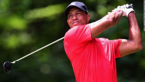Tiger Woods regresa tras larga ausencia por lesión, de nuevo