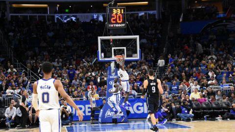 Thompson anota 27 puntos; Warriors aplastan a Magic