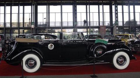 Exponen un centenar de vehículos antiguos y repletos de historia en México