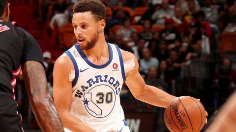 Curry anota 30 puntos; Warriors aplastan a Heat