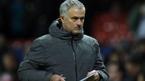 """Van Gaal llama """"aburrido"""" al futbol de Mou"""