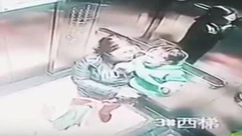 VIDEO: Bebé recibe 14 puñetazos de niñera