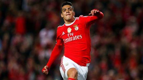 Raúl Jiménez sufrió lesión en entrenamiento que le impedirá jugar en Copa