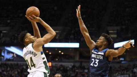 Bucks remontan déficit de 20 puntos; vencen a Wolves