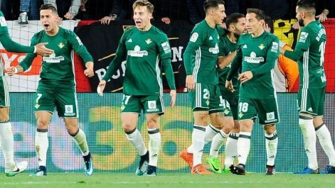 Con Guardado titular, Betis vapulea al Sevilla