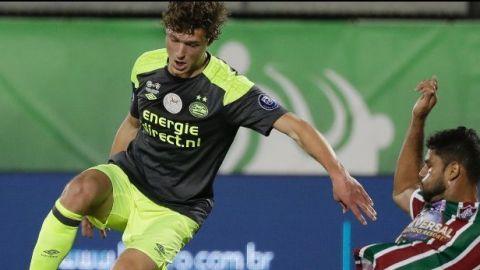 """El PSV vence a Fluminense con gol del """"Chucky"""" Lozano"""