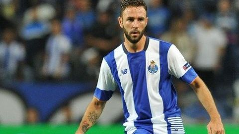 Miguel Layún fue cedido por el Porto al Sevilla