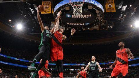 Horford anota triple al final, Boston vence a Portland