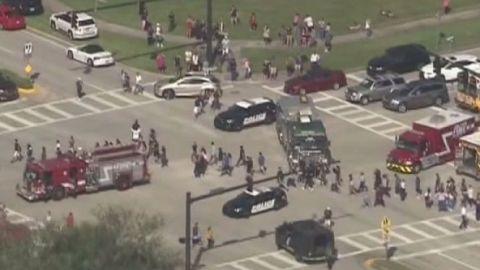 """Varias """"víctimas mortales"""" en tiroteo en un colegio de Florida"""