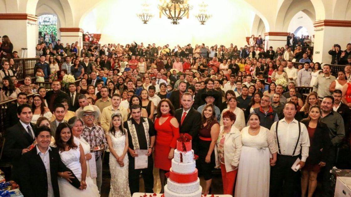 Casa alcalde Marco Novelo a 517 parejas Ensenadenses