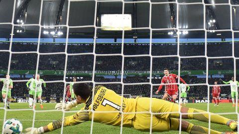 Bayern remonta al Wolfsburg en la agonía