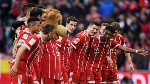 Lewandowski y Bayern Munich se dan festín y humillan a Hamburgo