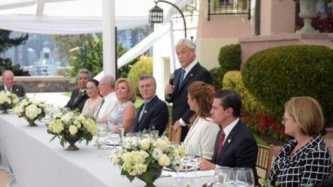 Peña Nieto se reúne con opositores en Venezuela
