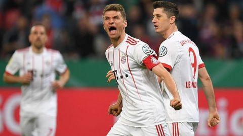 Bayern pasa a final de Copa de Alemania con 'hat-trick' de Müller