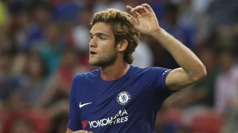 Marcos Alonso suspendido tres partidos a lateral del Chelsea por dura entrada