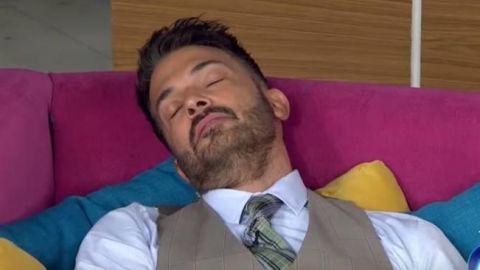 """VIDEO: Hipnotizan a Fernando del Solar en """"Hoy"""""""