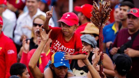"""Santos asegura que Maduro distribuye alimentos """"no aptos"""" a los venezolanos"""
