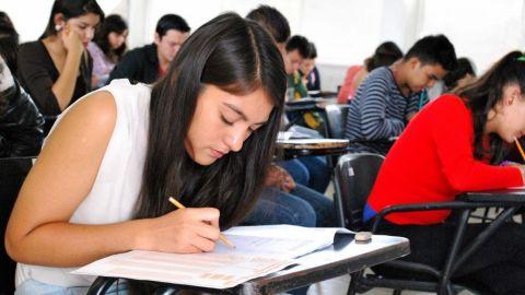 Solicitan 1,734 jóvenes espacios en media superior