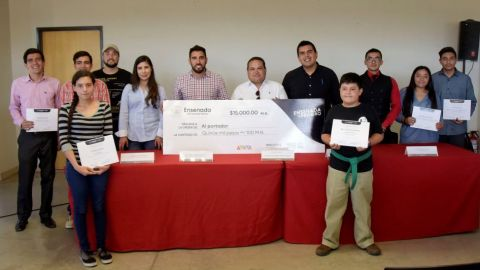 """Ganadores de """"Laboratorio de Emprendedores"""" reciben su premio"""