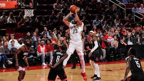 Davis y Mirotic lucen y Pelicans doblegan 131-112 a Rockets