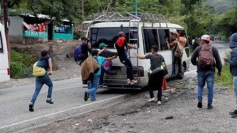 Trump amenaza con cerrar la frontera con México por caravanas de migrantes