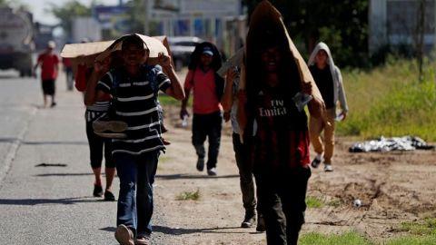 La segunda caravana de migrantes retoma en Guatemala su viaje a EE.UU.