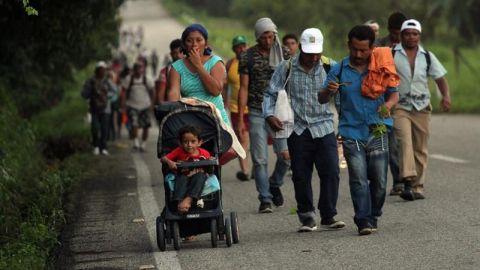 Caravana de migrantes hondureños llega a Arriaga, Chiapas