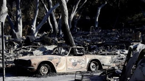 Incendios de California siguen creciendo en plena búsqueda de desaparecidos