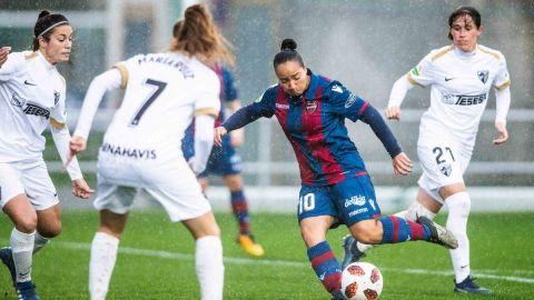 Con tres goles de Charlyn Corral, Levante Femenil humilló en España