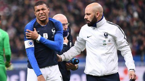 Mbappé se lesiona el hombro en triunfo ante Uruguay
