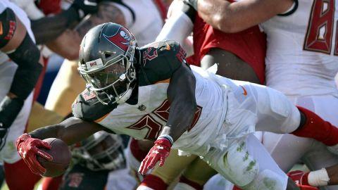 49ers no dan una, aplastados en Tampa Bay
