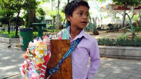 Pobreza orilla a 5 millones de niños a trabajar en México