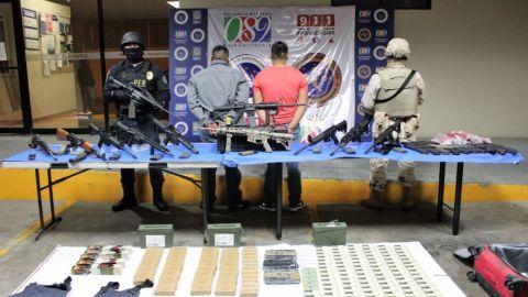 Asegura la policía arsenal en Baja California; hay dos detenidos
